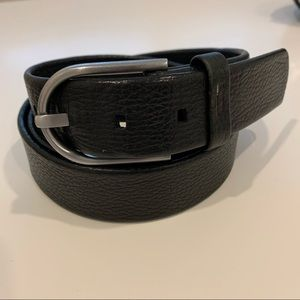Tumi pebbled leather black belt silver buckle